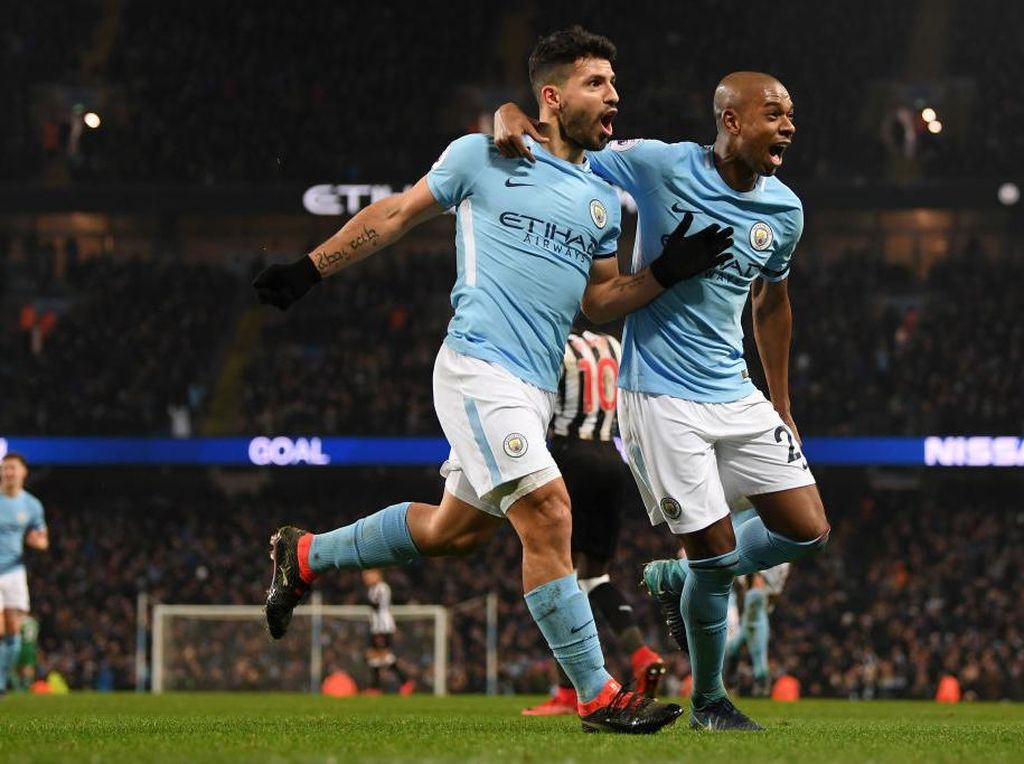 Final Piala Liga Inggris: Fernandinho-Aguero Selangkah Menuju Rekor