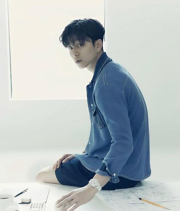 Ahjussi tampan yang satu ini pasti sudah enggak asing lagi. Meskipun memiliki banyak fans, Gong Yoo diketahui enggan memiliki akun sosial media.