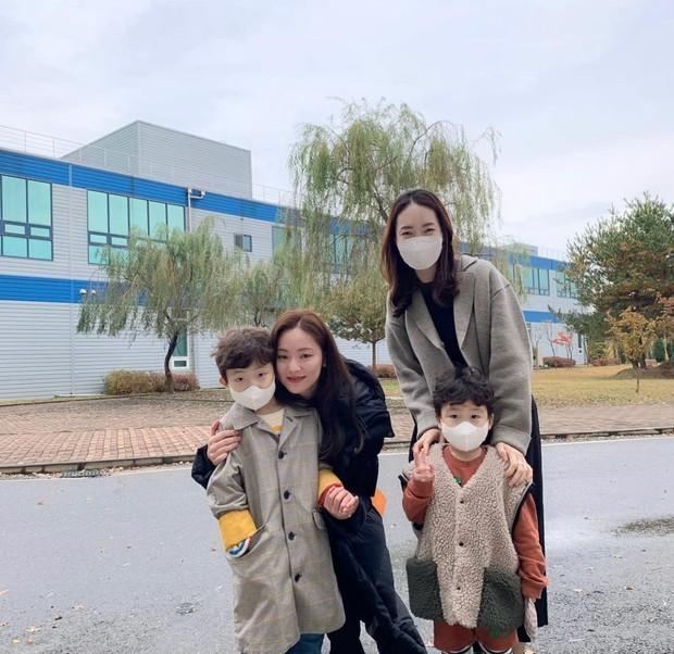 Selain Taecyeon, Jeon Yeo Bin juga tampak akrab dengan keponakan Song Joong-Ki.