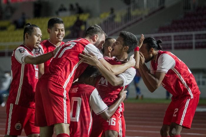 Persija Jakarta menjadi juara Piala Menpora 2021 usai menaklukkan Persib Bandung di dua leg pertandingan final.
