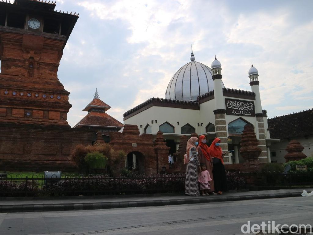 Asyiknya Ngabuburit Ala Millennial Vibes di Menara Kudus