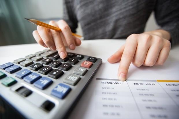 Agar kamu enggak belanja sesuka hati, sebaiknya tentukan jumlah dana maksimal yang akan kamu keluarkan.