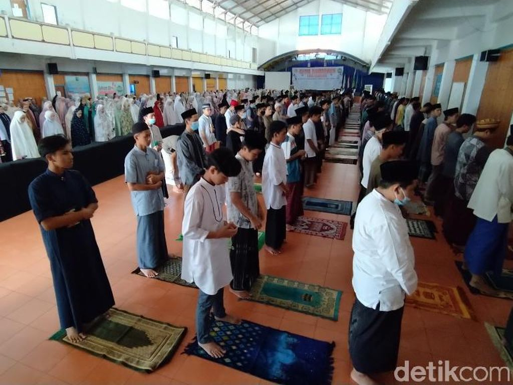 1.600 Santri Ciamis Gelar Salat Gaib-Doa Bersama untuk Awak KRI Nanggala