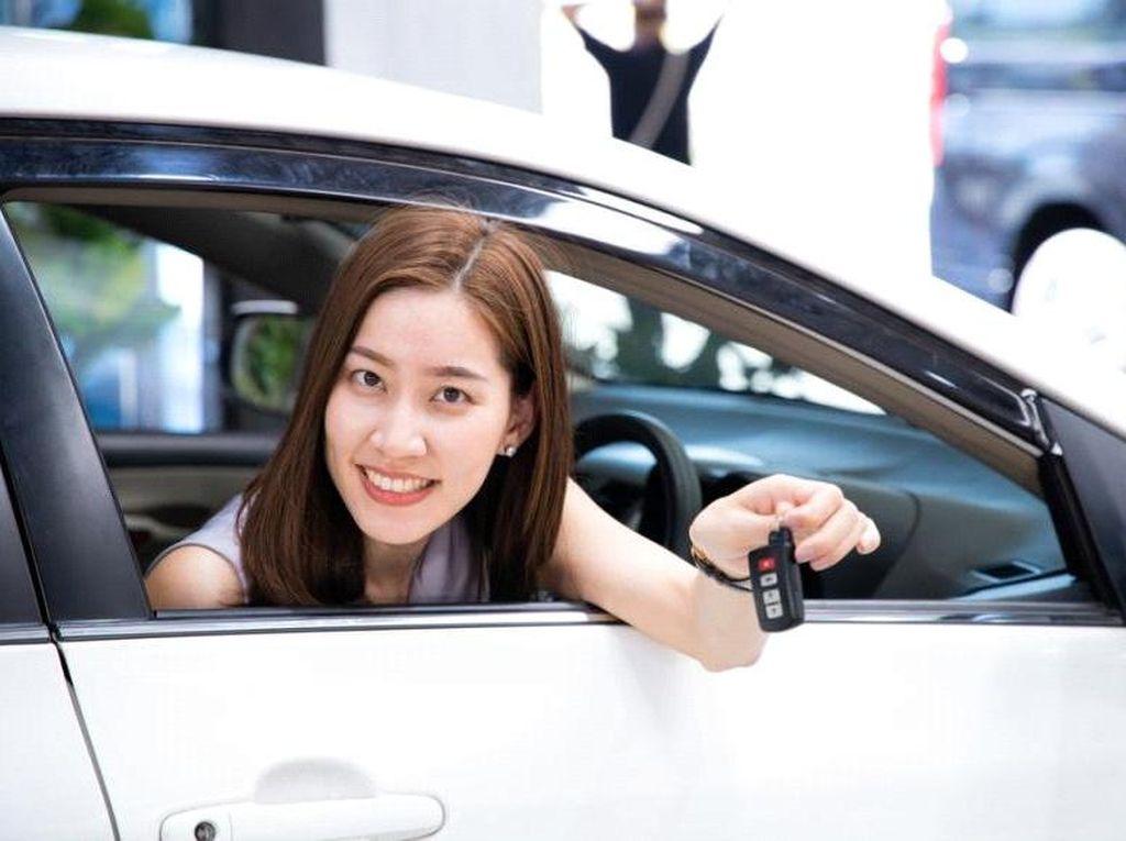 Cewek Perlu Tahu! Ini Tips Beli Mobil Baru yang Harus Diingat
