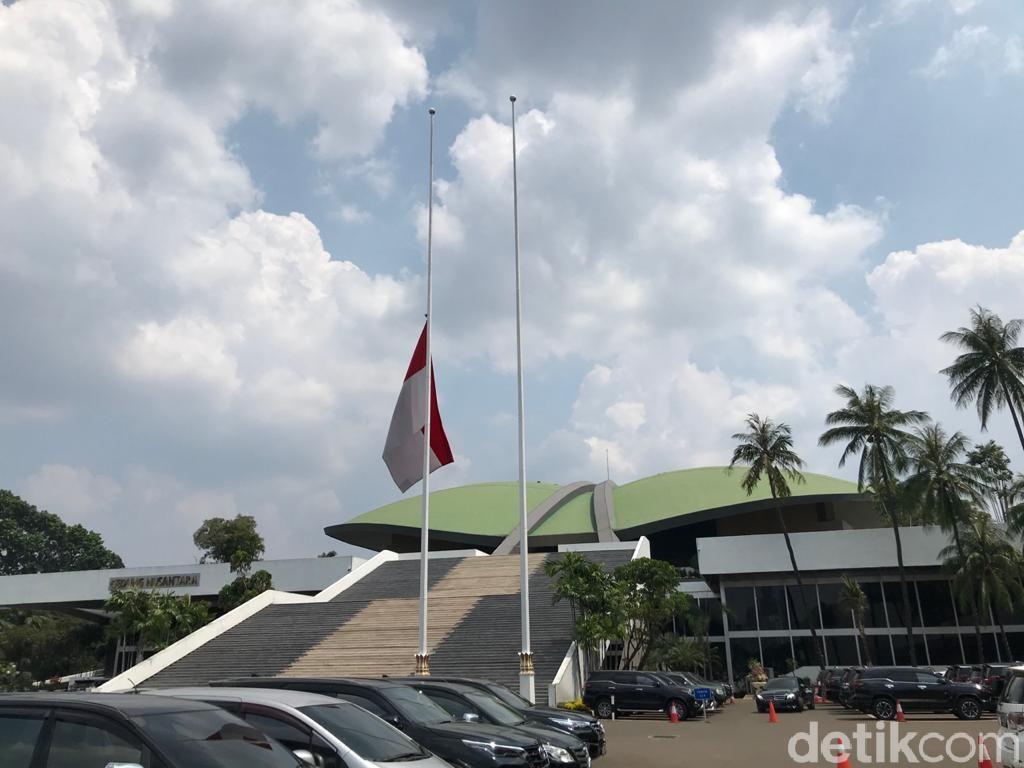 Bendera Setengah Tiang Wujud Duka KRI Nanggala, Ini Sejarah dan Aturannya