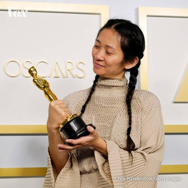 Chloe Zhao meraih Best Director dalam Piala Oscars.