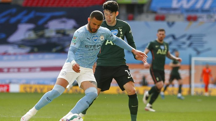 Tottenhams Son Heung-min vies for the ball with Manchester Citys Kyle Walker, left, during the English League Cup final soccer match between Manchester City and Tottenham Hotspur at Wembley stadium in London, Sunday, April 25, 2021. (AP Photo/Alastair Grant)