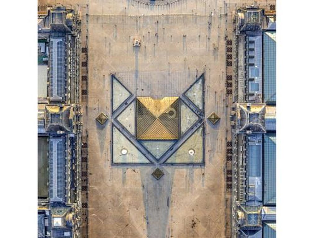 Fotografi Udara Langka Ikon Kota Paris