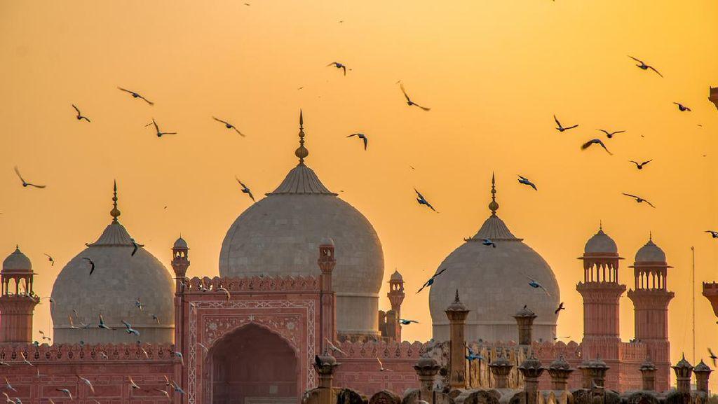 Megahnya Badshahi, Pernah Berpredikat Masjid Terbesar di Dunia Selama 3 Abad