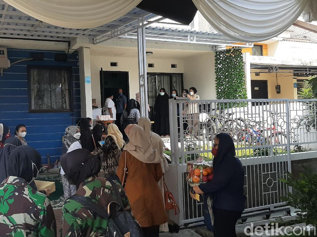 Rumah Duka Letkol Irfan Suri Awak KRI Nanggala Ramai Didatangi Pelayat