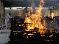 Kematian Corona Melonjak, India Kekurangan Pasokan Kayu untuk Kremasi