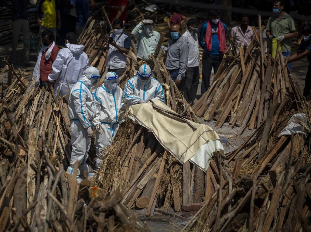 Petugas Kremasi Kewalahan Urus Jenazah Covid-19 di India