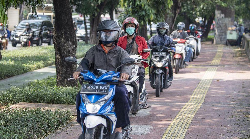 Duh, Trotoar di Daan Mogot Jadi Lintasan Bikers Nakal
