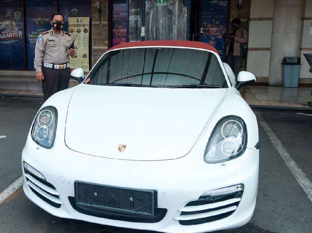Arogansi Mahasiswi Terobos Busway Bikin Porsche Miliknya Disita