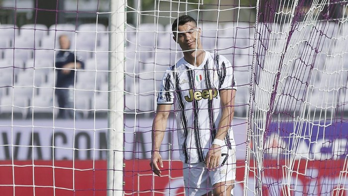 FLORENCE, ITALY - APRIL 25: Cristiano Ronaldo of Juventus reacts during the Serie A match between ACF Fiorentina and Juventus at Stadio Artemio Franchi on April 25, 2021 in Florence, Italy. Sporting stadiums around Italy remain under strict restrictions due to the Coronavirus Pandemic as Government social distancing laws prohibit fans inside venues resulting in games being played behind closed doors.  (Photo by Gabriele Maltinti/Getty Images)