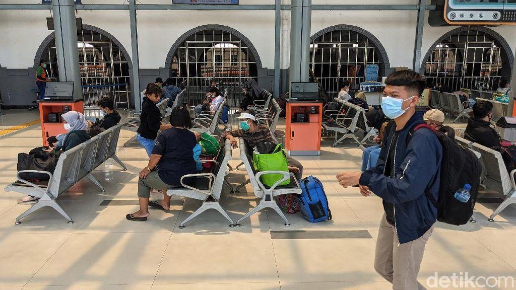 Cek Suasana Stasiun Senen Saat Mudik Diperketat
