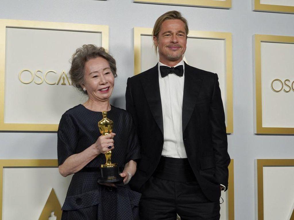 Youn Yuh-jung Tak Sangka Namanya Dipanggil Brad Pitt karena Menang Oscar