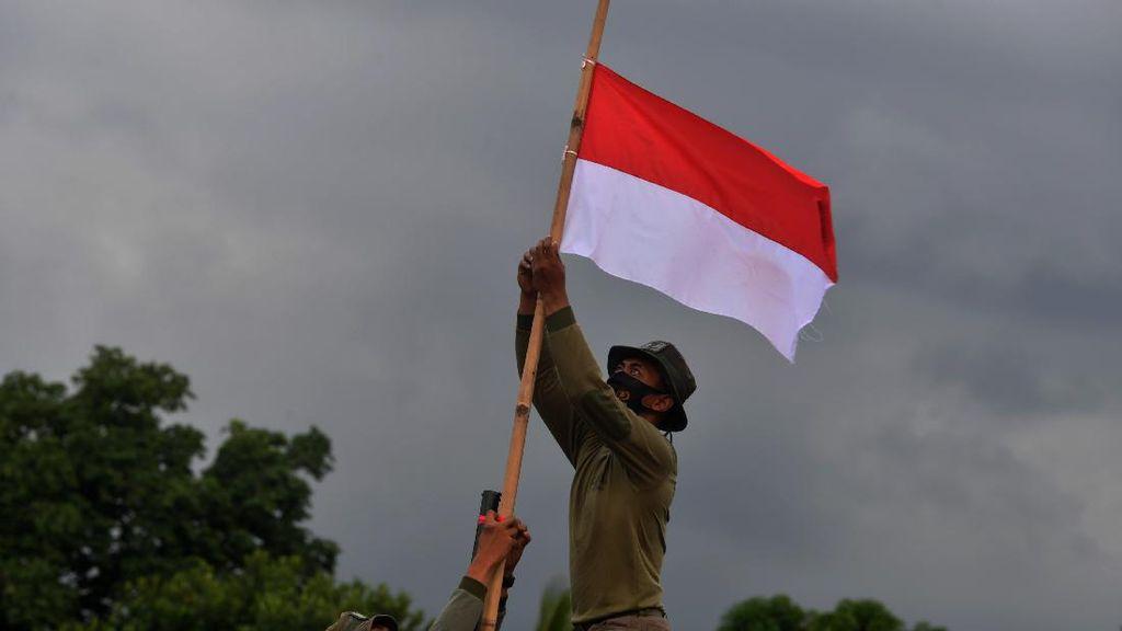 Bendera Setengah Tiang untuk Hormati Korban KRI Nanggala