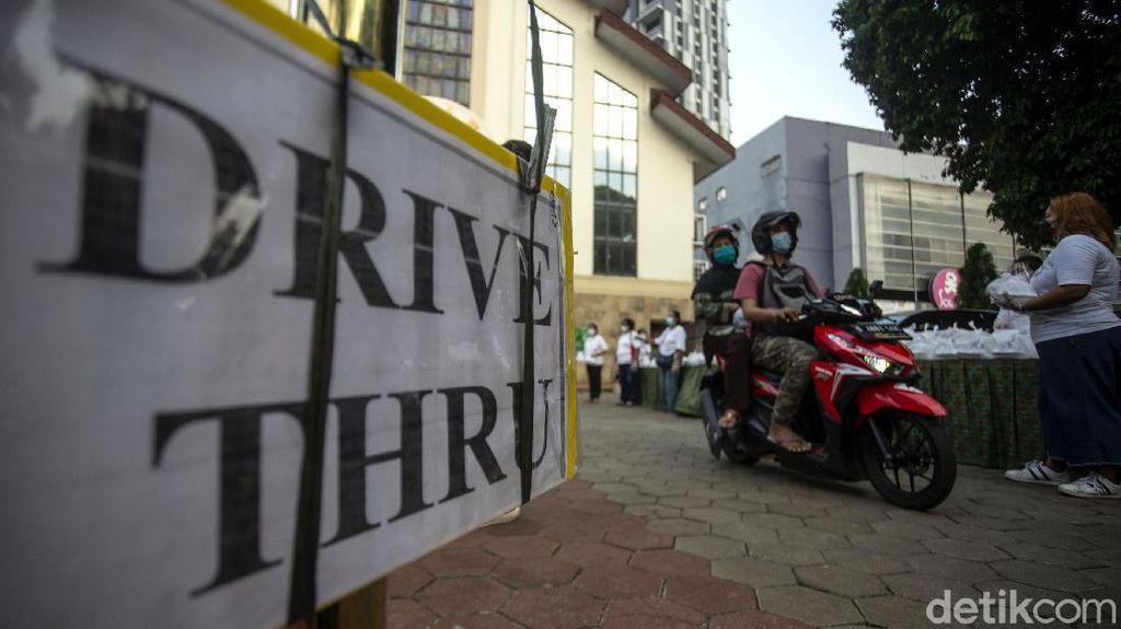 Indahnya Toleransi, Umat Kristiani Berbagi Takjil via Drive Thru