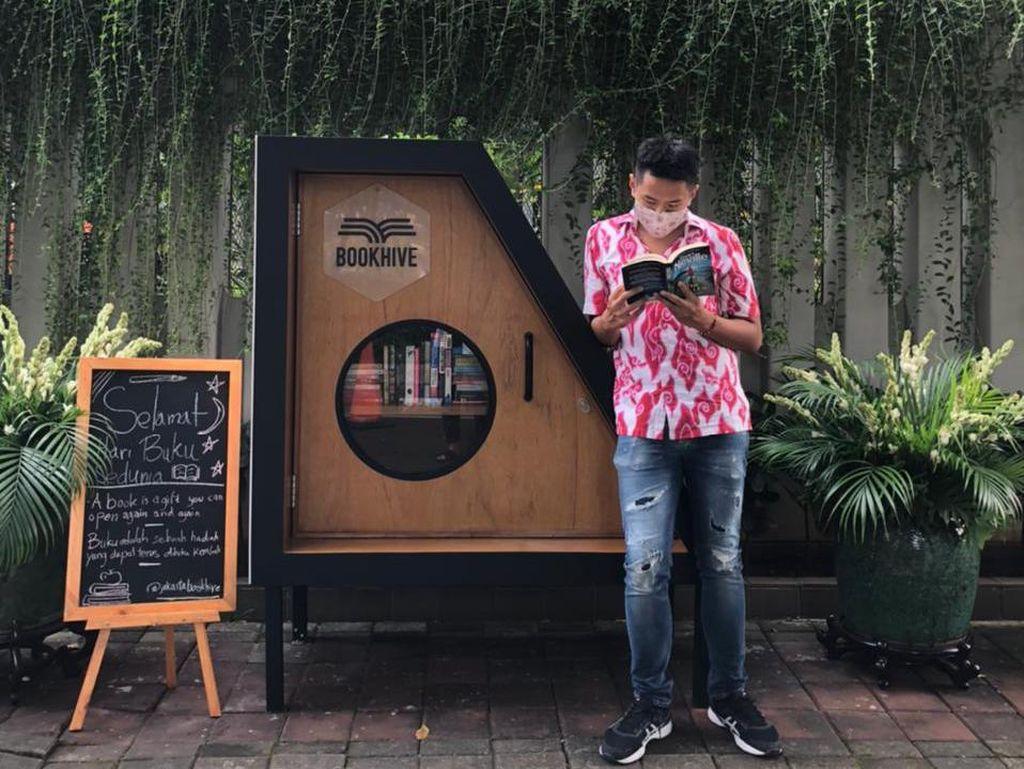 Berkenalan dengan Jakarta Book Hive, Perpustakaan Jalanan di Taman Lembang