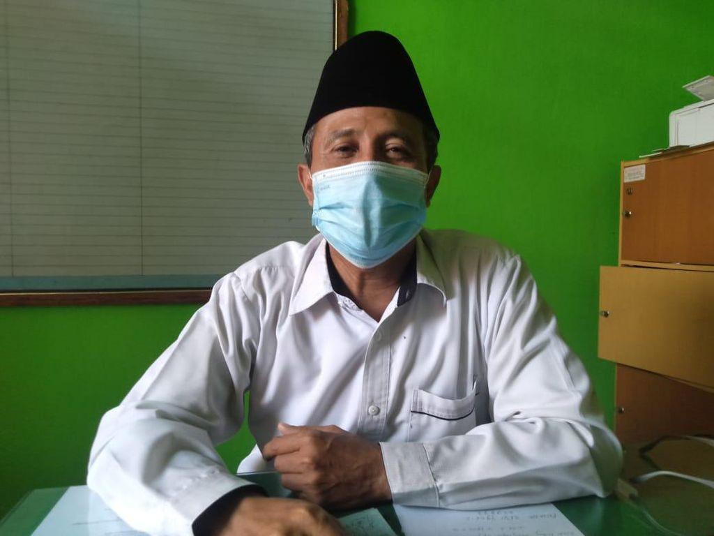 Ustaz Abdul Somad Tak Dampingi Calon Istri Saat Rapak di KUA Jombang