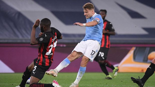 Soccer Football - Serie A - Lazio v AC Milan - Stadio Olimpico, Rome, Italy - April 26, 2021 Lazio's Ciro Immobile scores their third goal REUTERS/Alberto Lingria