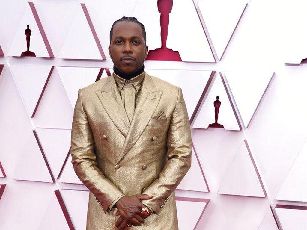 Aktor Ini Pakai Jas Emas 24 Karat di Oscar 2021, Harga Gayanya Setara Rumah