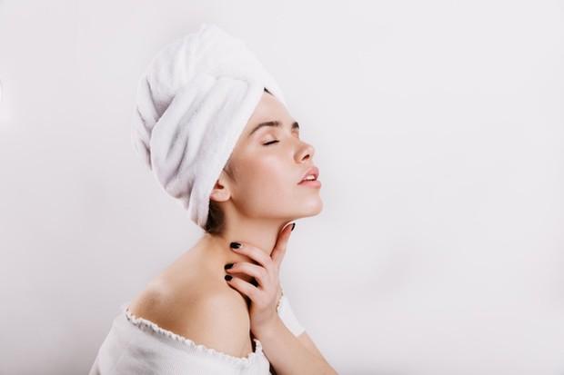 Jojoba memiliki cara alami untuk melindungi kulit dari kerusakan akibat sinar matahari.