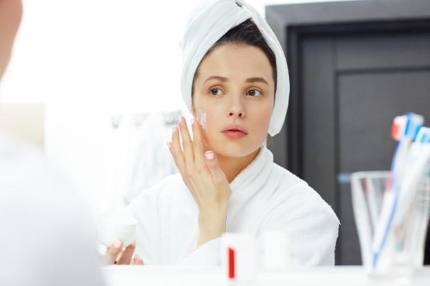 Minyak jojoba memiliki agen anti-inflamasi yang menenangkan, khasiat penyembuhan, melembapkan dan antimikroba alami.