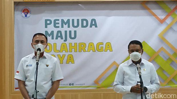 Menpora Zainudin Amali, Ketum PSSI Mochamad Iriawan, dalam konpers soal ulah suporter di Gedung Kemenpora, Selasa (27/4/2021).
