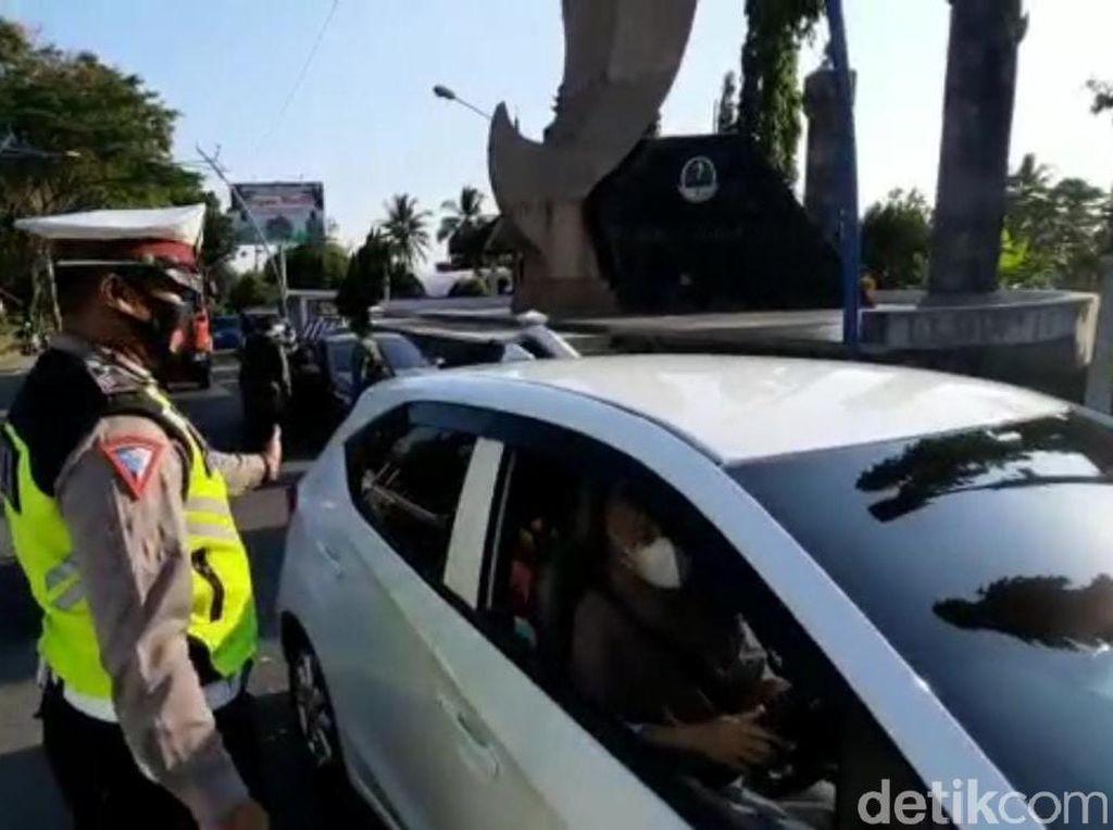 Pemudik Diputar Balik Saat Melintas Perbatasan Jabar-Jateng di Banjar