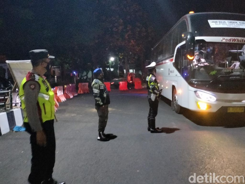 Cegat Pemudik di Kuningan, Polisi: Mereka Curi-curi Waktu