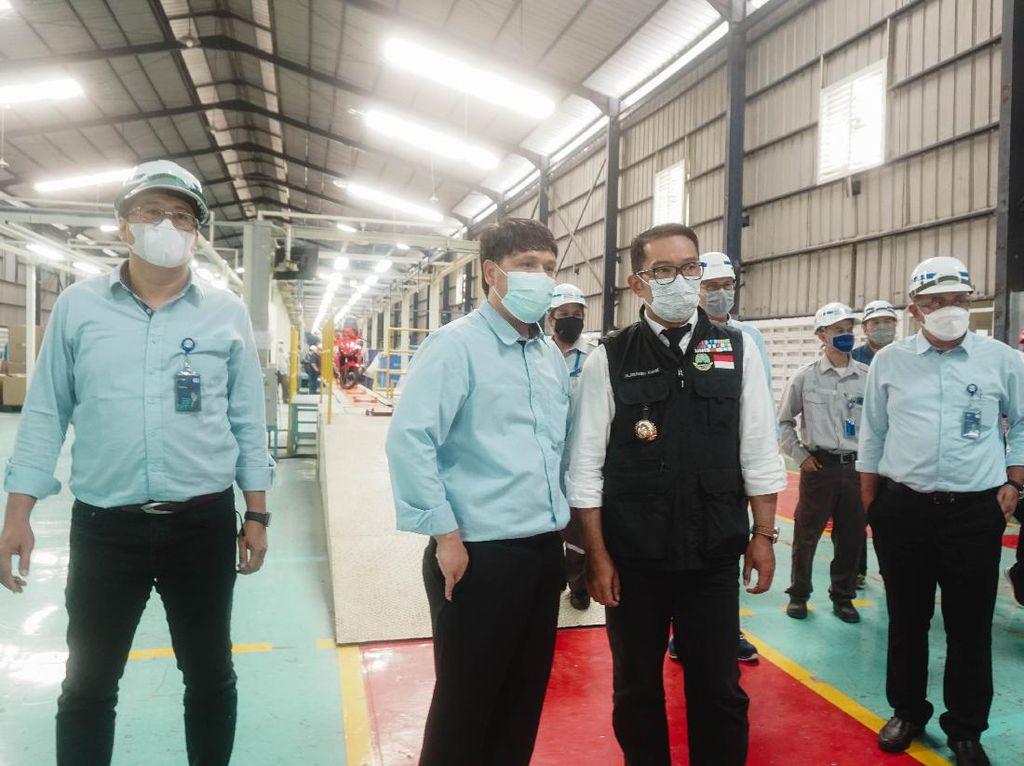 Ridwan Kamil Kepo Langsung Intip Pabrik Motor Listrik di Bogor