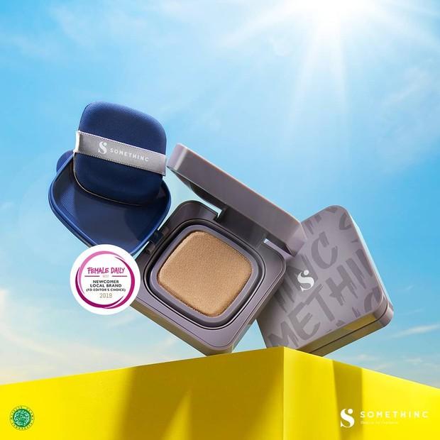 Cushion awet untuk menemani silaturahmi dengan pilihan shades yang beragam sesuai kebutuhan warna kulit.