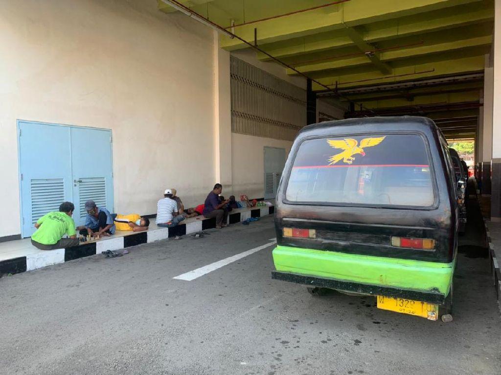 Transportasi Umum Dilarang Beroperasi, Sopir Angkot Sebut Hidupnya Makin Sulit