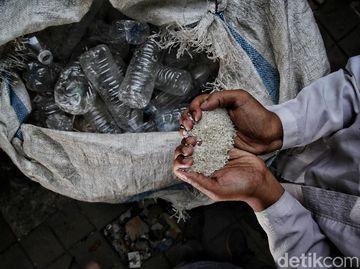 Unik! Di Sini Sampah Plastik Bisa Dipakai untuk Bayar Zakat Lho
