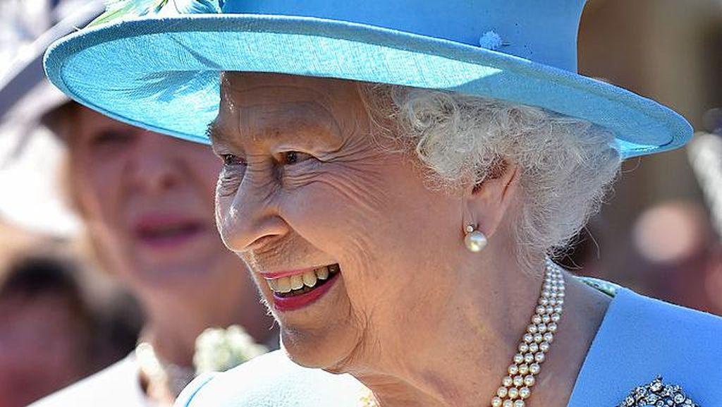 7 Koleksi Bros Mewah Ratu Elizabeth II yang Menyimpan Sejarah