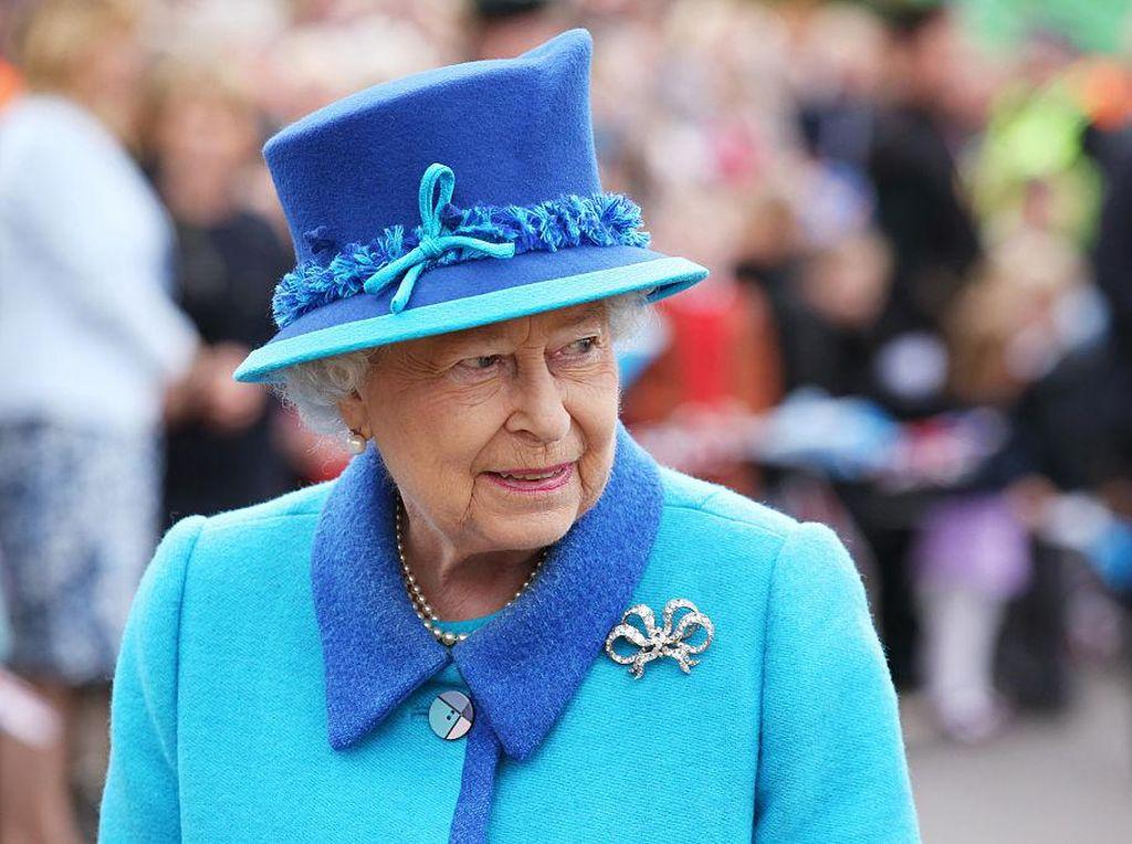 Ratu Elizabeth Tandai Ulang Tahun Pangeran Philip dengan Bunga Mawar