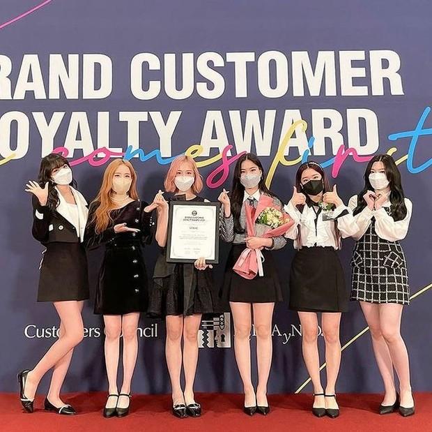 Grup girl StayC memenangkan kategori Female Roockie Idol (foto: instagram.com/isa.stayc)