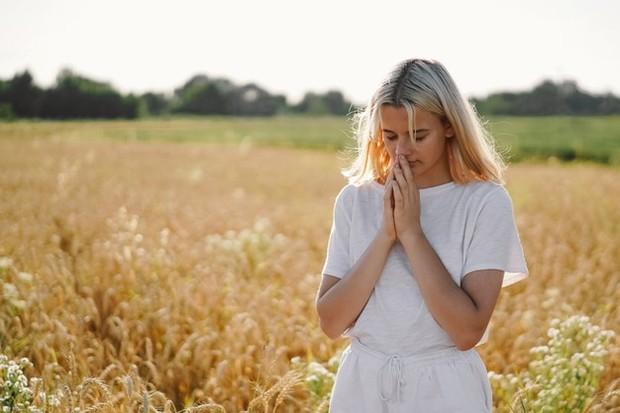 Apapun keyakinan kamu, hubungkan jiwa kamu dengan orang lain yang mempercayai kebenaran yang sama tentang perjalanan spiritual mereka, enggak ada salahnya.