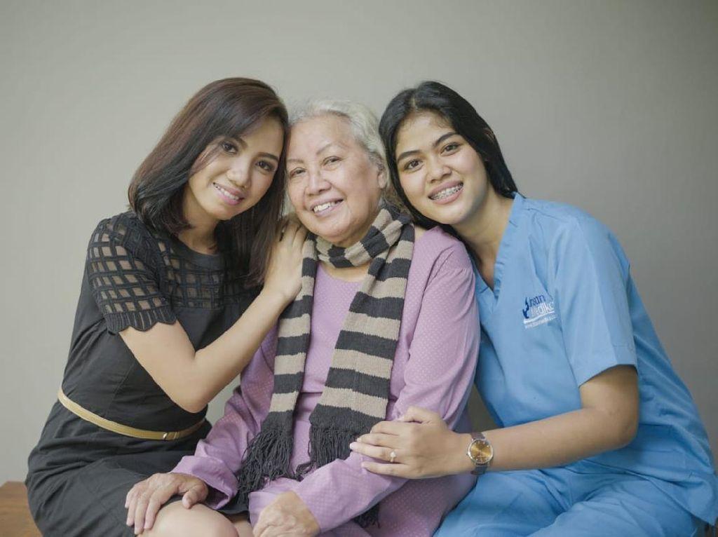 Meski Sibuk, Ini Cara Rawat Lansia hingga Keluarga Sakit di Rumah