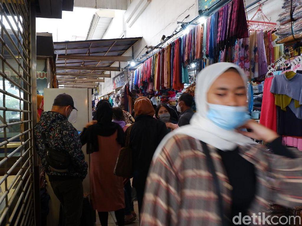 Jelang Lebaran, Kunjungan Pasar Baru Bandung Membludak