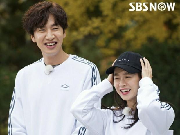 Jihyo dan Kwang Soo memiliki hubungan yang sangat erat bagaikan kakak dengan adik.