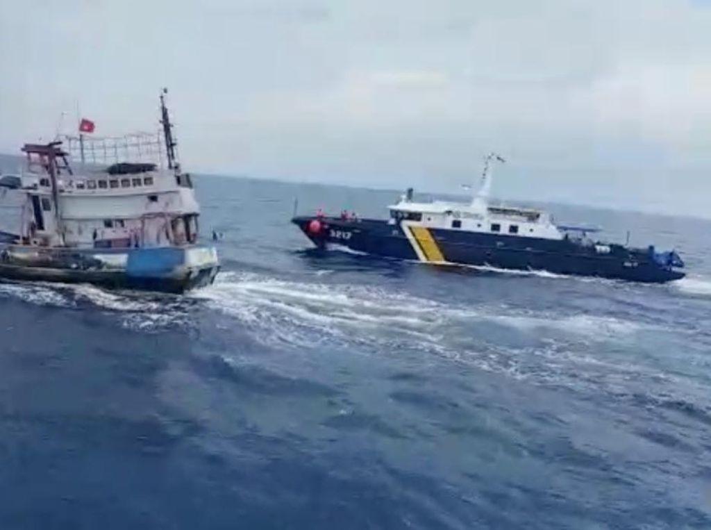 Diwarnai Aksi Kejar-kejaran, KKP Ringkus Kapal Pencuri Ikan di Natuna
