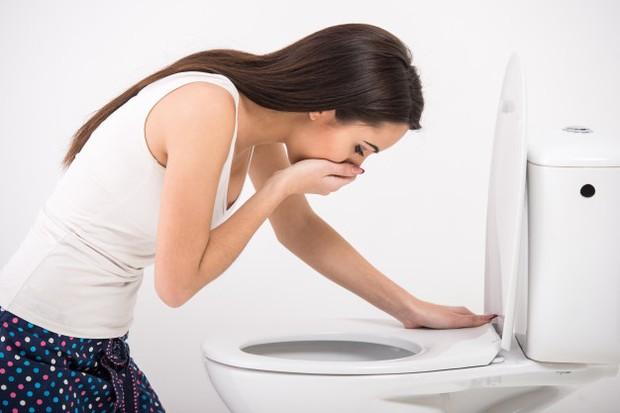 Beberapa orang merasa mual saat mulai minum pil, meskipun harusnya tidak bertahan lebih dari tiga bulan setelah tubuh menyesuaikan diri.