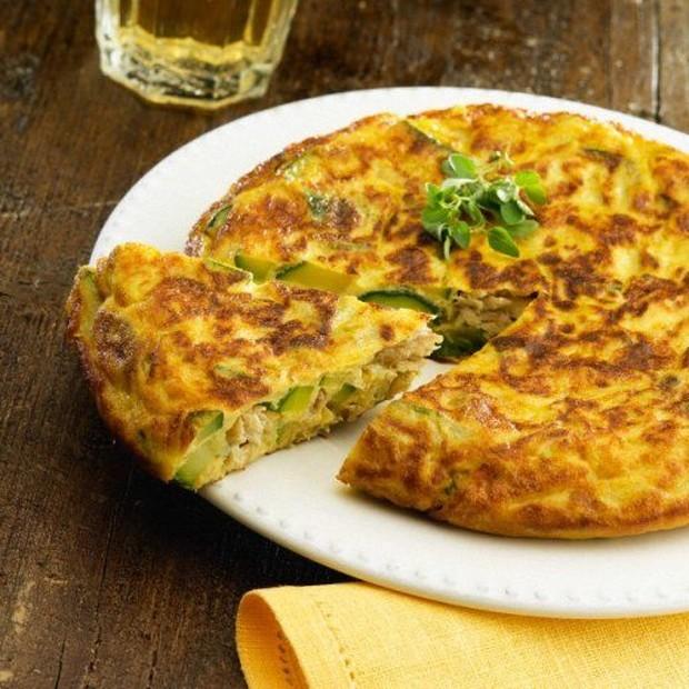 Menu sahur dengan omelet mie hanya memerlukan 2 bahan yang perlu dimasak, dijamin enggak bakal merepotkan kamu.