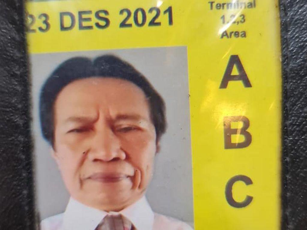 Penampakan Kartu Pas Pensiunan Dispar DKI Tersangka Mafia Karantina