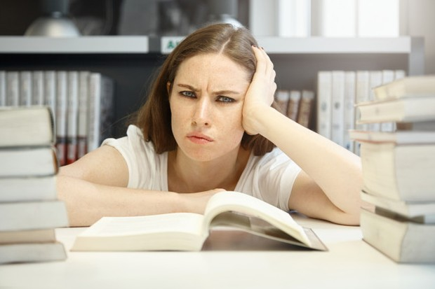Perubahan kadar hormon yang disebabkan oleh konsumsi pil, dapat memengaruhi suasana hati seseorang.
