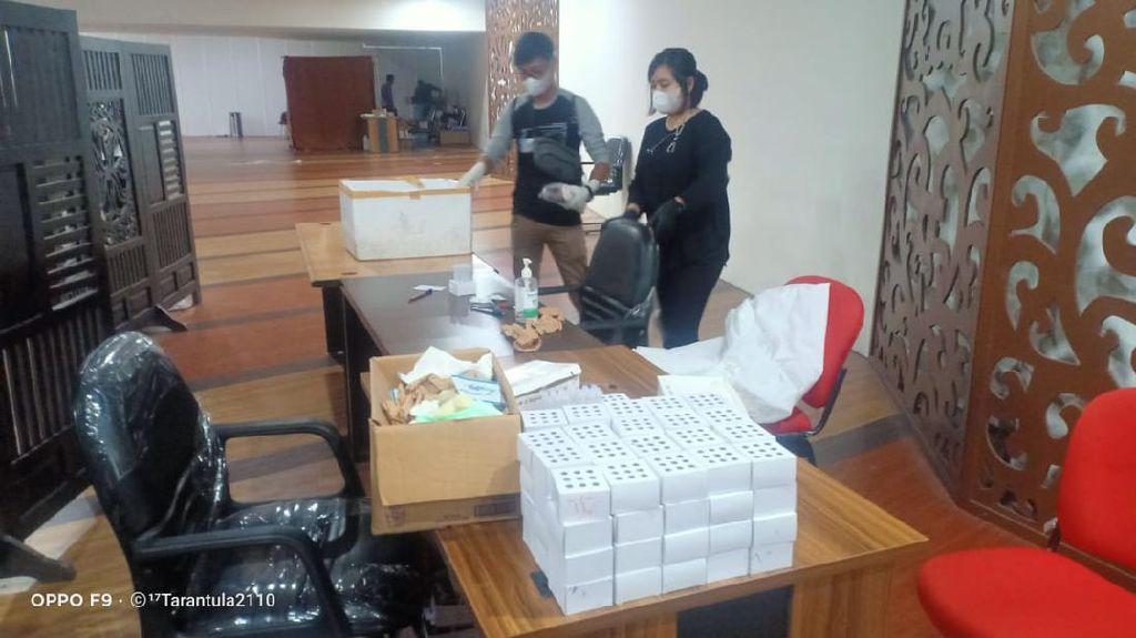 Potret Polisi Gerebek Layanan Tes Antigen Bekas di Bandara Kualanamu