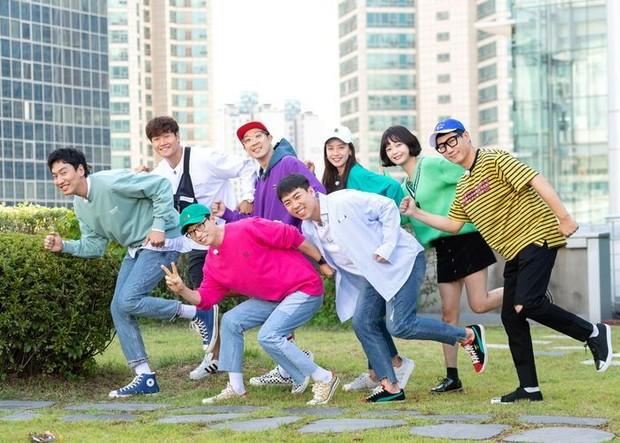 Kebersamaan yang terjalin selama 11 tahun membuat member Running Man berat untuk melepaskan Kwang Soo.